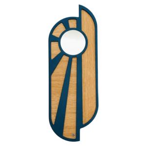 Miroir en bois naturel et bleu. En forme d'un lever ou coucher de soleil. Position verticale