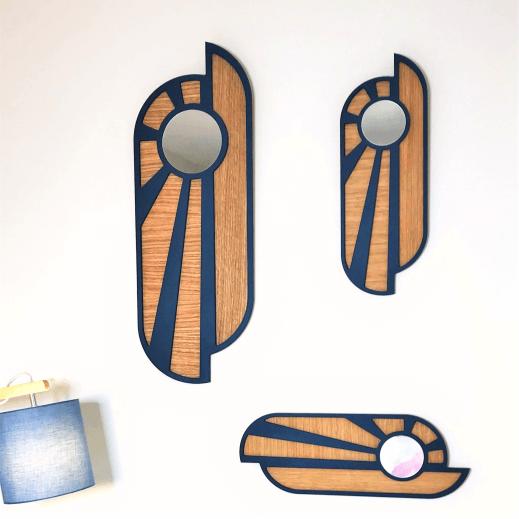 Créations françaises en bois Miroir en bois naturel et bleu. En forme d'un lever ou coucher de soleil. Deux formats